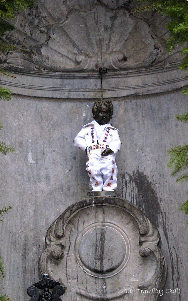 Manneke Pis in Elvis costume