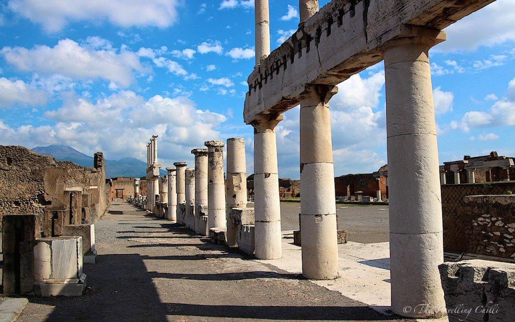 italy pompeii forum