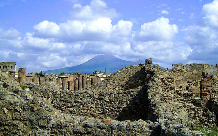 italy pompeii vesuvius