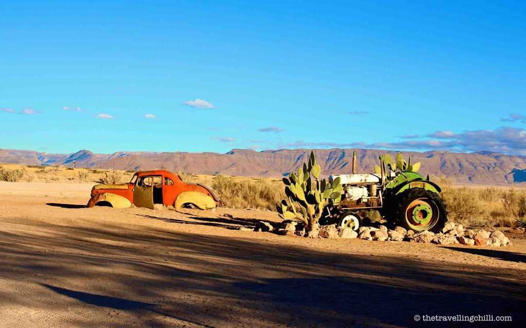 namibia vintage car solitaire desert