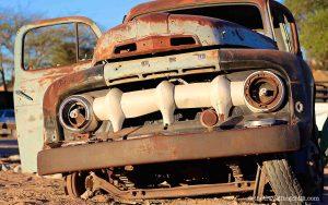 namibia vintage car solitaire desert